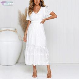 2019 abito bianco lunghezza alla caviglia di tela Abiti Scollo a V in cotone ricamato bianco Donna Estate Scava fuori Lino Sottile A-Line Abito lungo Femmina Scollo a V casual abito bianco lunghezza alla caviglia di tela economici