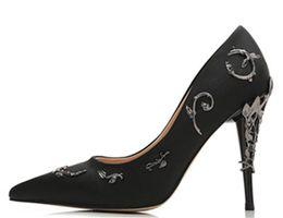 розовые выпускные каблуки Скидка 2019 Новые розовые / золотые / бордовые удобные дизайнерские свадебные туфли на каблуках шелковые туфли на каблуках для свадьбы выпускного вечера обувь