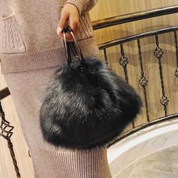 weiße pelzhandtaschen Rabatt Süße Mädchen Weiche Handtaschen Kunstpelz Frauen Große Kapazität Abend Party Umhängetasche Reise Totes Taschen weibliche Schwarz Weiß D19011204