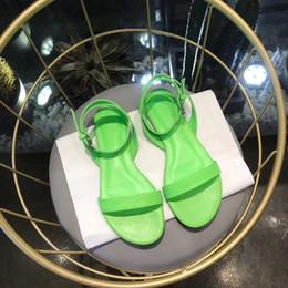 2019 зеленые подметальные ступни Круглые сандалии на плоской подошве для женщин с логотипом