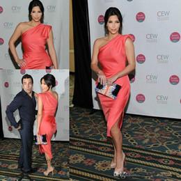 Kim kardashian vermelho vestidos curtos on-line-Coral Kim Kardashian Celebrity Cocktail Vestidos de Noite Um Ombro Vestidos de Tapete Vermelho Curto Partido Prom Vestidos de Tamanho Personalizado
