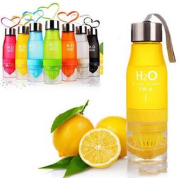 2020 botella de plástico de limón Infusión de frutas de plástico botella de agua del regalo de Navidad 650ml botella de agua Jugo de limón al aire libre Deportes infusor Hervidor portátil rebajas botella de plástico de limón