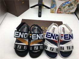 Белые сандалии для младенцев онлайн-Детские сандалии для малышей Черные белые летние спортивные сандалии Тапочки Kid Boy Girl Дизайнерская обувь Кроссовки Летние пляжные сандалии