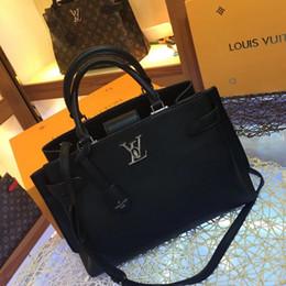 2019 high-end damen handtaschen Party-Reisefrauen-Kalbslederhandtaschen des neuen französischen High-End-Markendamen-Diagonalbeutels des beiläufigen Art und Weiseledergeschäfts geben Verschiffen frei günstig high-end damen handtaschen