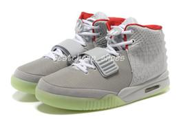 Brillar oscuro zapatillas de baloncesto online-Nike Air Yeezy 2 red octubre Pure Platinum Solar Red SP Zapatillas de baloncesto para hombre con una bolsa antipolvo Hombres Zapatillas deportivas Glow The Dark Entrenadores deportivos al aire libre