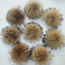 20 Teile / los Wirklich Natürliche Tier Waschbär Haar Ball 12-15 cm Große Pompon Mit Schnalle Brosche Gestrickte Hüte Caps Fabrik Preis von Fabrikanten