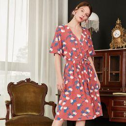 Vestido branco cinto rosa on-line-Mulheres branco azul impressão de cereja viscose rosa manga curta envoltório-over neck cintura botões mid comprimento sweet wrap dress robe com cinto