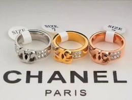 Vendita calda 316L acciaio al titanio Moda Big G Anello con 3 colori donna e uomo design lettera C CZ gioielli con diamanti da