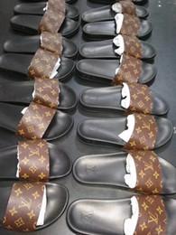 Canada 19ss nouvelle LL hommes femmes véritable pantoufles en cuir goujons talons plats unisexe sandale pantoufles transparentes diapositives sandales en plein air plage tongs 34-46 Offre