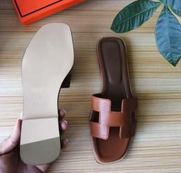 Boca plana online-Sandalias de cuero genuino Zapatillas de alta calidad Diseñador Diapositivas Moda de verano Zapatilla plana de boca ancha envío gratis 35-40 H2