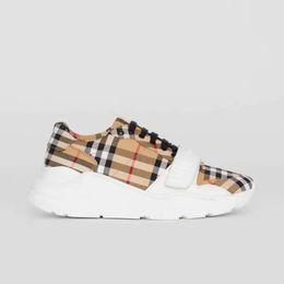 sapatos qiu Desconto 2019 Europa De Luxo E Os Estados Unidos Alta Top Sapatos Casuais de Couro Britânico das mulheres dos homens Universal Sapatos De Couro Genuíno tênis