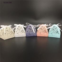 Scatole di taglio laser online-Fiori di pizzo rosa con taglio laser Scatola di nozze regalo Decorazione di cerimonia nuziale Baby Shower per feste Forniture per feste con nastri a coste