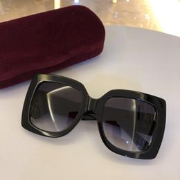 2019 occhiali da sole della signora nuovo disegno New fashion occhiali da sole donna 3 colori cornice cristallo lucido design piazza grande cornice hot lady design lente UV400 con scatola e custodia sconti occhiali da sole della signora nuovo disegno