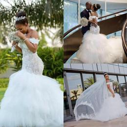 Boho brautkleid tüll rüsche online-African Off The Shoulder Lace Meerjungfrau Brautkleider Tüll geschichteten Rüschen Sweep Zug Boho Hochzeit Brautkleider Roben de Mariée
