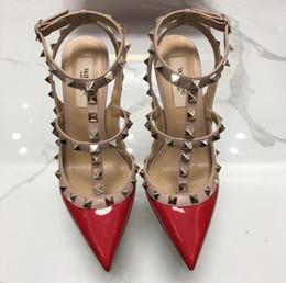 fd2892bc Nueva Hot red mujeres plataforma bombas para mujer sexy punta redonda  remache zapatos de tacones altos hebilla de moda tachonada sandalias 34-43  caja ...