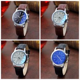 2019 nuova tendenza all'orologio 134 Blue-ray Watch Moda uomo Trend Glass Tremble Simile Nethong 2018 Nuovo coreano semplice al quarzo Wa Net rosso Pingduo vendita calda Spot Spot nuova tendenza all'orologio economici