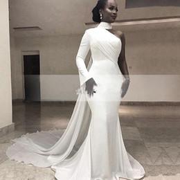 Um ombro vestidos de tapete vermelho on-line-2019 africano branco de alta pescoço sereia de cetim vestidos longos de um ombro ruched varrer trem Formal festa Red Carpet Prom vestidos