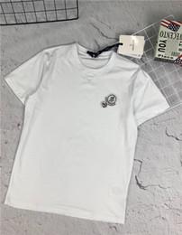 19ss marque de mode conception MC poitrine broderie logo col rond T-shirt hommes de la mode féminine confortable tendance street wear en plein air T-shirt ? partir de fabricateur
