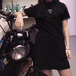 Cuello bordado nuevo diseño online-2019 Nuevo diseño moda mujer logotipo de verano letra bordado manga corta color negro punk o-cuello casual vestido corto vestido deportivo M L XL