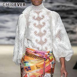 2020 sciarpa bianca ricamata CHICEVER elegante bianca camicia ricamata donne sciarpa collare lanterna manica scava fuori Camicetta femminile vestiti di autunno della moda di New sciarpa bianca ricamata economici