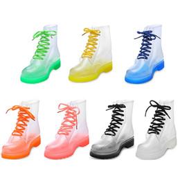 Tubo de botas de mujer online-Plataforma de la manera zapatos de agua transparente de los clásicos mujer arco Pisos de tacón bajo Media cargadores del tubo de lluvia impermeable del zapato Agua