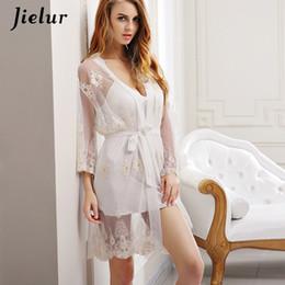 Abito da notte di due pezzi online-Sexy Lace Robe Donne Moda Prospettiva Papillon Accappatoio + Mini Night Dress Due Pezzi Homewear Robes Gown Lady Sleepwear