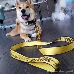 cinturones libres de impuestos Rebajas Diseñador OW correa del perro para mascotas collares de perro de los correos de alta calidad de lujo personalizada fuentes del animal doméstico del arnés del perro de nylon Traje de tres piezas 5 colores Elegir