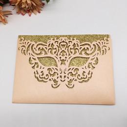 2020 invitaciones de máscara Máscara de lujo con encanto Laser Cut Pearl papel invitaciones de boda de plata anninvery bolsillo tarjeta de cumpleaños fiesta envuelven Multi Color envío gratis rebajas invitaciones de máscara