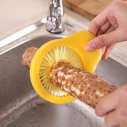 2020 grano di plastica Nuovo Creativo Mais Barba Spazzola pulita Portatile Plastica Frutta Verdura Rondella di patate Purificatore Strumento di cottura della cucina domestica wh1158 sconti grano di plastica