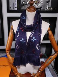 Ponchos de lã preta on-line-LOGOMANIA inverno SHINE Wool Scarf alta qualidade Silk Scarf Mulheres e Homens Two Side preto de seda vermelho de lã longo Cachecóis Flor Lenços Xailes