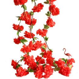 Decoração de flores de parede pendurada de seda on-line-Decoração de casamento Sakura Cereja Rattan Arco Vinha Artificial Flores Decoração de Festa Em Casa De Seda Ivy Pendurado Na Parede Guirlanda de Grinalda