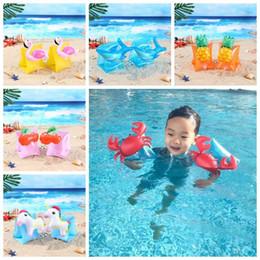 Armband schwimmen online-Baby Flamingo Schwimmen Arm Ringe Krabben Aufblasbare Arm Bands Cartoon Einhorn Arm Ringe Kinder Schwimmen Zubehör 2 stücke / paar CCA11573 50 paar