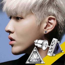 2019 fascino di triangolo di rame rame argentato singoli Giappone e Corea del Sud triangolo personalità diamanti uomini di orecchini moda maschile semplici di marea fascino di triangolo di rame economici