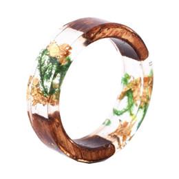 Fiori di legno fatti a mano online-Anello di resina di legno fatto a mano della novità con le piante dei fiori dentro le ragazze delle donne Anello di legno Anelli di dichiarazione dei monili di modo Vendita calda