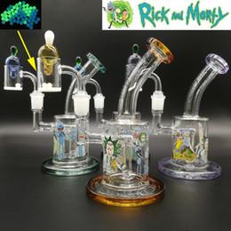 2019 verschiedene typen rauchen pfeifen Die neuesten Rick Morty Glas Bongs Bong Glas Wasserpfeifen Recycler Ölplattform Tupfer mit Quarz Banger Terp Pearl Insert Carb Cap