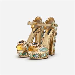 Saltos de plataforma de cristal on-line-Nova Strass Rebites Chunky Plataforma De Salto Alto Sandálias Mulher Impressão De Cristal Pérola Luxuoso Sapatos De Vestido De Festa Para As Mulheres