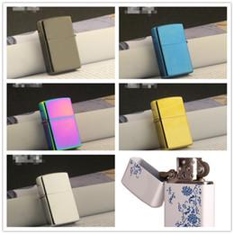 Oil lighter on-line-Mais novo Gasolina Fogo Retro De Metal Preto Gelo Mais Leve Fumar Combustível Recarregáveis Isqueiros de Petróleo Azul e branco porcelana 6 cor escolher