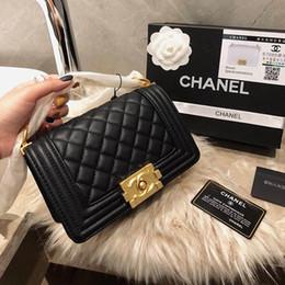 Pequeños bolsos negros online-Diamante enrejado de cuero para mujer de lujo bolsos de hombro negro blanco 2019 mujeres diseñador de moda bolsos de cadena pequeños totes casuales con caja