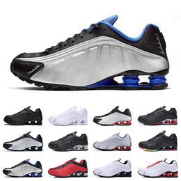 2019 zapatillas multi color Nike Shox R4 Zapatillas deportivas de calidad superior Color metálico DELIVER R4 Chaussures OZ NZ 301 para hombre Zapatillas deportivas Negro Blanco Aumento Cojín Zapatillas 40-46 zapatillas multi color baratos