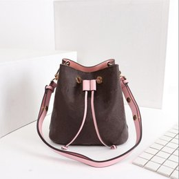 Classic Fashion Women s Shoulder Bags Luxury Brand Designer Bag High  Quality lady Handbag 3 Color Model M44022 ladies model handbags on sale 9000d2c33475f