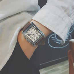 Relojes baratos para niños online-Relojes para hombre baratos recién llegados Correa de cuero Relojes de diseño de cuarzo Business Square Watch Buen regalo para hombres Niño