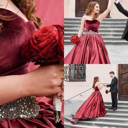 Le ragazze rosse dimettono 14 abiti di sfera online-Borgogna Red Velvet Prom Ball Gown Abiti Quinceanera Ragazze Sweet 16 Abiti del partito di cristallo in rilievo Prom Dresses Plus Size abito di sfera personalizzato