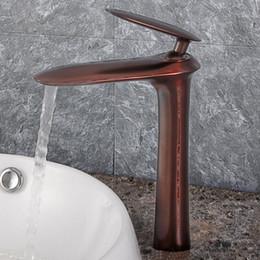 Óleo esfregou bronze bacia do banheiro on-line-Torneiras de Banho De Cobre antigo Único Alavanca Torneiras Da Bacia de Petróleo Friccionada Bronze Torneira de Bronze Do Banheiro Quente Frio Mxier Água Da Torneira