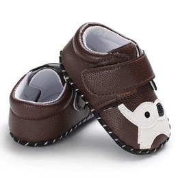2019 modello morbido dei pattini del neonato soled Baby Boy Shoes Traspirante Primi camminatori Toddler Casual Sneakers Cartoon Animal Pattern antiscivolo Scarpe Soft Soled modello morbido dei pattini del neonato soled economici