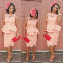 Elegante sirena vestidos de noche africanos formales para las mujeres usan hasta la rodilla Peplum encaje vestido de fiesta corto madre barato de la novia vestido desde fabricantes