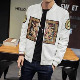 2019 abrigos de dragón Otoño Nueva Cultura China Chaqueta de Dragón Bordado Slim Fit Chaqueta Cremallera Cuello alto Escudo Hombres Ropa 4XL 5XL rebajas abrigos de dragón