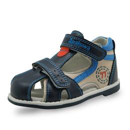 Argentina Apakowa New kids summer shoes hook loop cerrado dedo del pie niños pequeños sandalias deporte ortopédico pu cuero bebé niños sandalias zapatos cheap hook toes Suministro