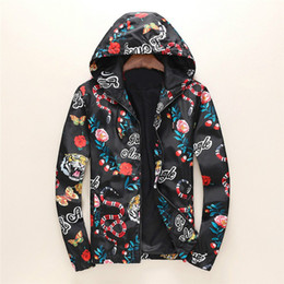 Chaquetas de primavera de talla grande online-Diseñador de moda de primavera chaqueta rompevientos marca para hombre chaquetas sudadera con capucha de la cremallera con el patrón animal de la letra más el tamaño de ropa M-3XL