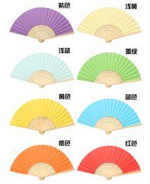 Livraison Gratuite De Mariage Faveurs Cadeaux Tissu Fan Fodling Élégant Solide Couleur De Bonbons Soie Bambou Fan DIY Dessin Couleur Fan De Mariage Fournitures ? partir de fabricateur