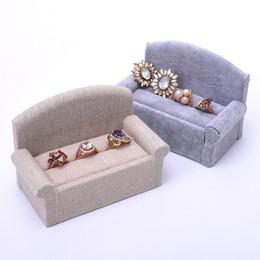 Canada [DDisplay] Forever Lover Linen Ring Jewelry Display Spécial Velours De Velours Boucle D'oreille Goujons Présentoir De Siège Seat Forme Grey Porte-Bijoux cheap linen earrings Offre